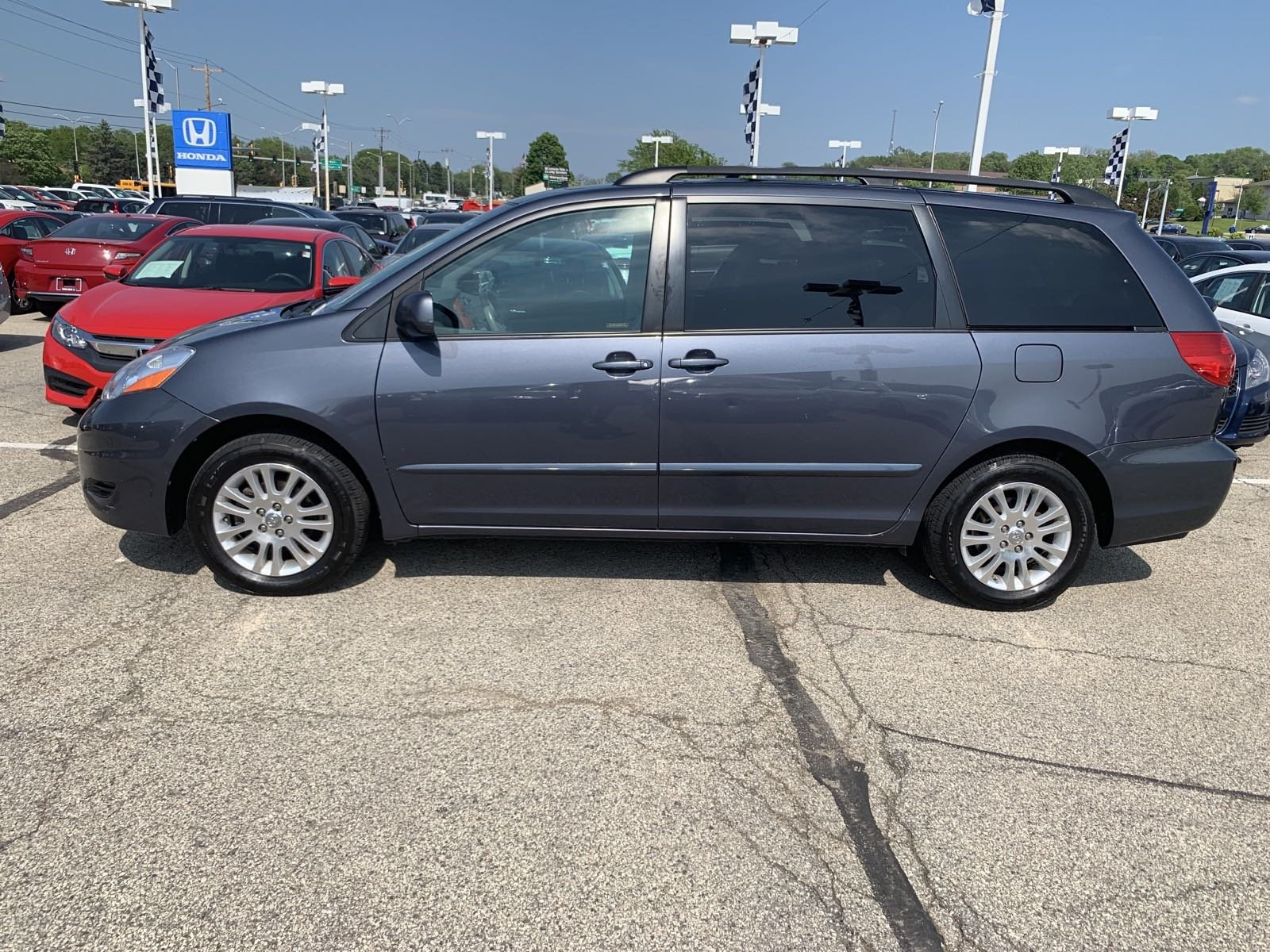 Pre-Owned 2008 Toyota Sienna XLE